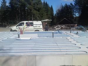 Installering av vannbårne varmekabler i bygning på Sørlandet